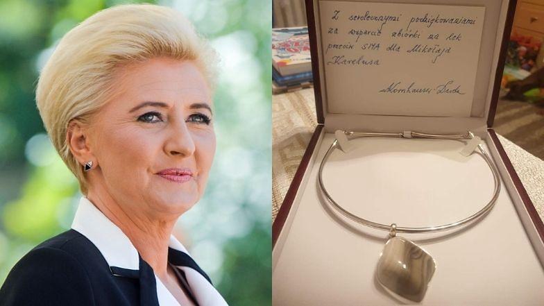 Agata Duda wspiera zbiórkę na leczenie chorego chłopca. Przekazała na aukcję naszyjnik