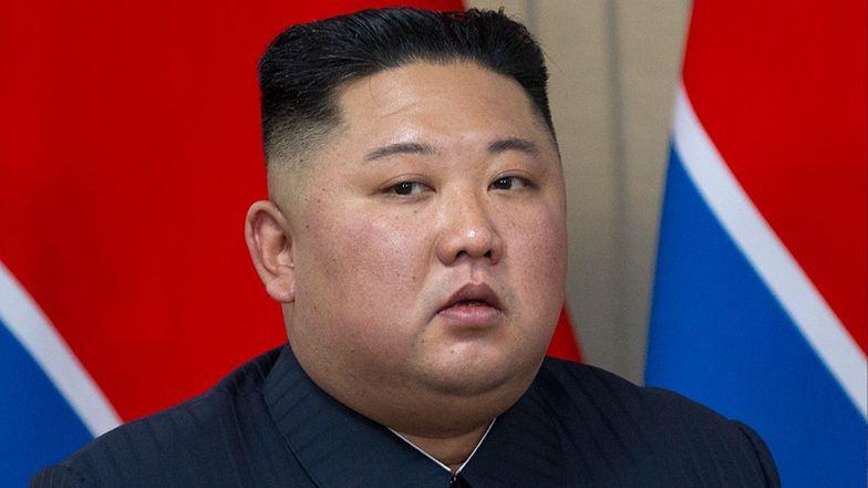 """Kim Dzong Un jednak żyje? Pokazał się na otwarciu fabryki nawozów. """"Kiedy się pojawił, wszyscy krzyknęli """"hura"""""""" (FOTO)"""