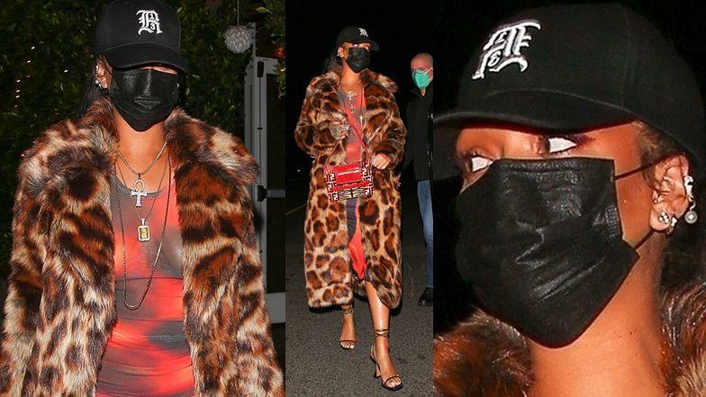 """Rihanna idzie na kolację w LŚNIĄCYM FUTRZE. Wyszło """"na bogato""""? (ZDJĘCIA)"""