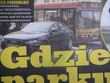 Ewa Kasprzyk parkuje na przystanku!