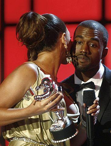 """BEYONCE: """"Kanye stanął w obronie sztuki!"""""""