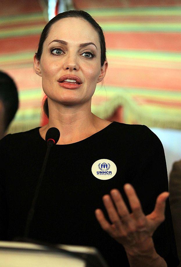 """Onkolog: """"Decyzja Angeliny jest ODWAŻNA, ALE POTRZEBNA!"""""""