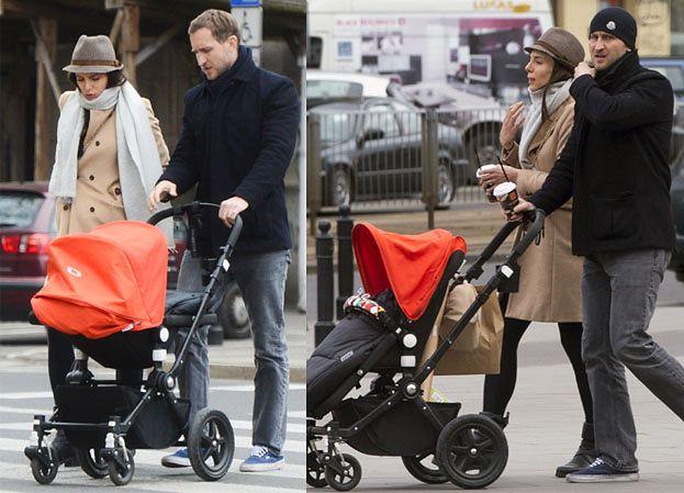 Czartoryska z mężem i dzieckiem na spacerze (ZDJĘCIA)