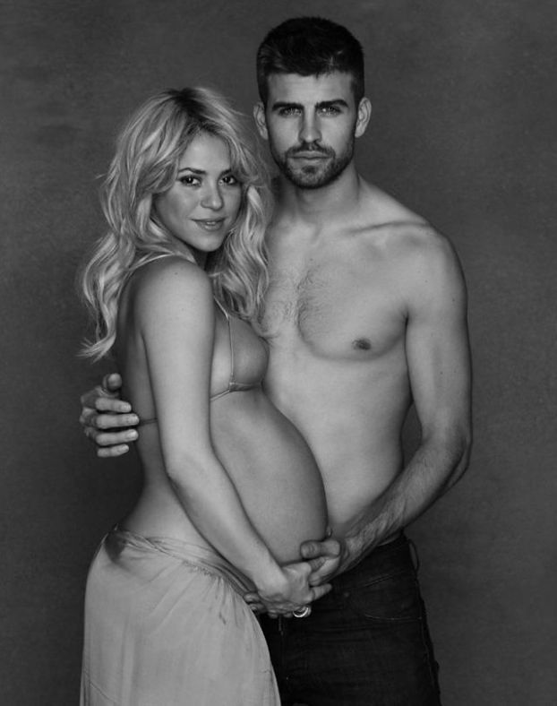 Półnaga Shakira z brzuszkiem!