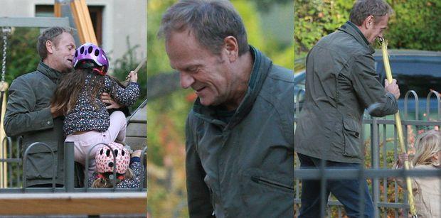 Donald Tusk szaleje z wnuczką na placu zabaw: huśtanie, dokazywanie i pomoc dziewczynce w opresji (ZDJĘCIA)