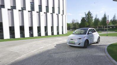 Test wideo: Fiat 500 - elektryczny maluch głównie do miasta