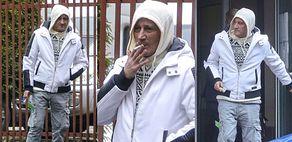 Posępny Michał Wiśniewski nerwowo zaciąga się papierosem po wyjściu z budynku prokuratury (ZDJĘCIA)