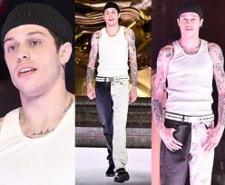 Były chłopak Ariany Grande chwali się tatuażami na nowojorskim wybiegu