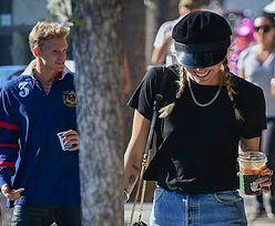 Miley Cyrus popija kawusię z 22-letnim kochankiem. Speszony Cody Simpson czmychnął za drzewo na widok paparazzi (FOTO)