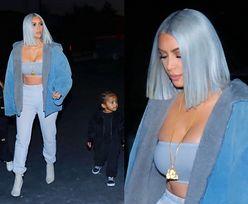 Błękitna Kim Kardashian zabrała smutne dzieci na świąteczną imprezę (ZDJĘCIA)