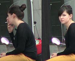 Niezadowolona Antonina pali papierosy!