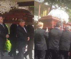 Trumna z ciałem Rivers tuż przed pogrzebem