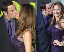 """Namiętny"" pocałunek Travolty z żoną (FOTO)"