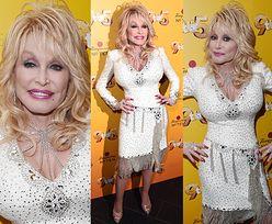 73-letnia Dolly Parton eksponuje sylwetkę w dopasowanej sukience
