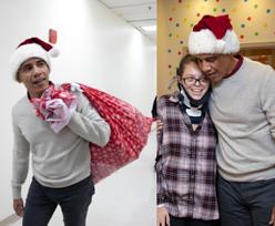 Barack Obama jako... święty Mikołaj odwiedza dzieci w szpitalu (FOTO)