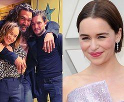 """""""Gra o tron"""". Emilia Clarke świętuje 33. urodziny. Towarzyszyli jej Kit Harington i Jason Momoa (FOTO)"""