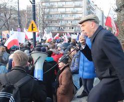 """Giertych skacze na manifestacji: """"KTO NIE SKACZE, TEN JEST Z PIS-em, HOP, HOP, HOP! Precz z Kaczorem!"""""""