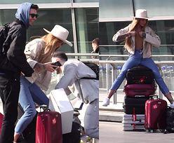 Karolina Gilon obładowana bagażami wylatuje na Coachellę
