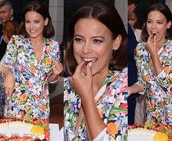 Mucha z truskawką w zębach świętuje urodziny hotelu… (ZDJĘCIA)