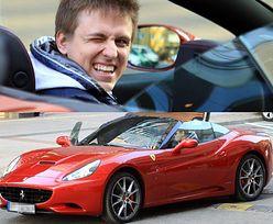 """Kukulski pozuje w Ferrari... """"PARCIE NA SZKŁO""""?"""