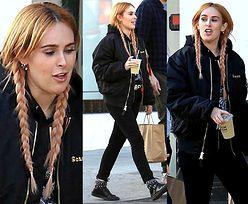 Rumer Willis i jej doczepione warkocze spacerują po Beverly Hills