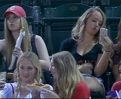 """Hit sieci"": Nastolatki robią selfie podczas meczu!"