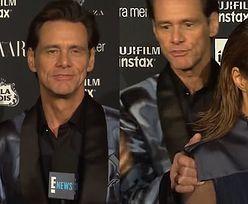 """BARDZO DZIWNE zachowanie Jima Carreya na czerwonym dywanie… """"NIE MA ŻADNEGO MNIE. Ten świat do nas nie należy!"""""""