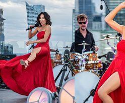 Temperamentna Justyna Steczkowska śpiewa i gra nogą na dachu luksusowego hotelu