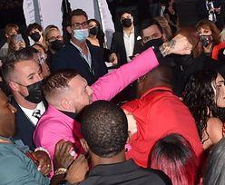MTV VMA. Machine Gun Kelly i Conor McGregor SZARPALI SIĘ na czerwonym dywanie! (WIDEO)