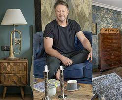 Drewno, dodatki vintage i charakterne tapety. Tak wygląda warszawskie mieszkanie Andrzeja Piasecznego (ZDJĘCIA)