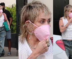Miley Cyrus paraduje z dziurą na rozporku po ulicach West Hollywood (ZDJĘCIA)