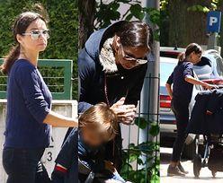 Troskliwa Marta Kaczyńska uczy synka modlitwy na wspólnym spacerze (ZDJĘCIA)
