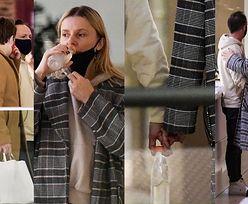 Halina Mlynkova przechadza się po galerii handlowej z synem i nowym partnerem (ZDJĘCIA)