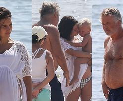 Alec Baldwin zabrał CIĘŻARNĄ żonę i dzieci na plażę (ZDJĘCIA)