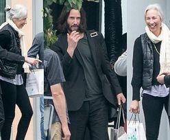"""Roześmiani Keanu Reeves i jego dziewczyna witają się z ekipą """"Matrixa"""" na lotnisku (FOTO)"""
