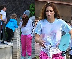 Nieustraszeni Shakira i Gerard Pique BEZ MASECZEK bawią się z dziećmi na barcelońskiej ulicy (ZDJĘCIA)