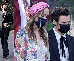 Harry Styles i Olivia Wilde TRZYMAJĄ SIĘ ZA RĘCE na ślubie agenta wokalisty (ZDJĘCIA)
