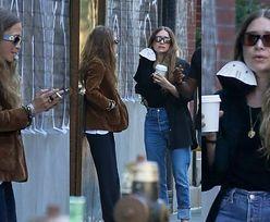 Dawno niewidziane Mary-Kate i Ashley Olsen raczą się papierosowym dymem w Nowym Jorku (ZDJĘCIA)