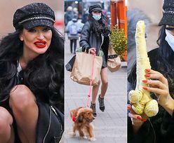 Małgorzata Godlewska zachwyca się dorodnym chrzanem podczas zakupów na lokalnym straganie (ZDJĘCIA)