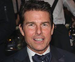 """ODMIENIONY Tom Cruise szokuje na meczu baseballa. """"CO MU SIĘ STAŁO Z TWARZĄ?"""" (FOTO)"""