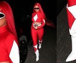 Halloween 2020. Kylie Jenner w stroju Czerwonego Rangera paraduje po Beverly Hills (ZDJĘCIA)