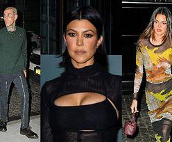 42-letnia Kourtney Kardashian w kusej spódniczce zmierza z Travisem Barkerem na imprezę Kendall Jenner (ZDJĘCIA)