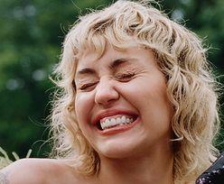 """Miley Cyrus OBNAŻA PIERSI, pozując wśród BANANÓW w sesji dla """"Interview Magazine"""" (ZDJĘCIA)"""