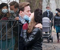 Romantyczny Krzysztof Bosak OBCAŁOWUJE żonę na rodzinnym spacerze (ZDJĘCIA)
