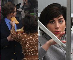Lady Gaga odpoczywa na papierosku i karmi kanapką Adama Drivera (ZDJĘCIA)