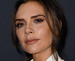 """Victoria Beckham i jej NABRZMIAŁE USTA wdzięczą się do kamery. Fani: """"WYGLĄDASZ DZIWACZNIE"""""""