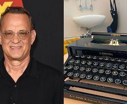 """Tom Hanks podarował chłopcu o imieniu Corona swoją maszynę do pisania! """"Pomyślałem, że będzie do ciebie pasowała"""""""
