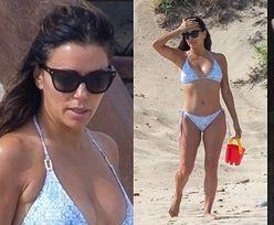 Eva Longoria zachwyca sylwetką, bawiąc się z synem na meksykańskiej plaży (ZDJĘCIA)