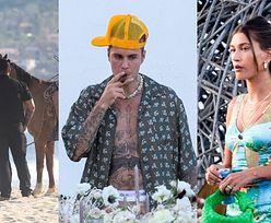 Zrelaksowany Justin Bieber głaszcze konia i pali cygaro na luksusowym urlopie z Hailey Bieber (ZDJĘCIA)
