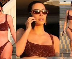 Zamyślona Kim Kardashian W BIKINI wędruje o świcie po plaży w Malibu (ZDJĘCIA)